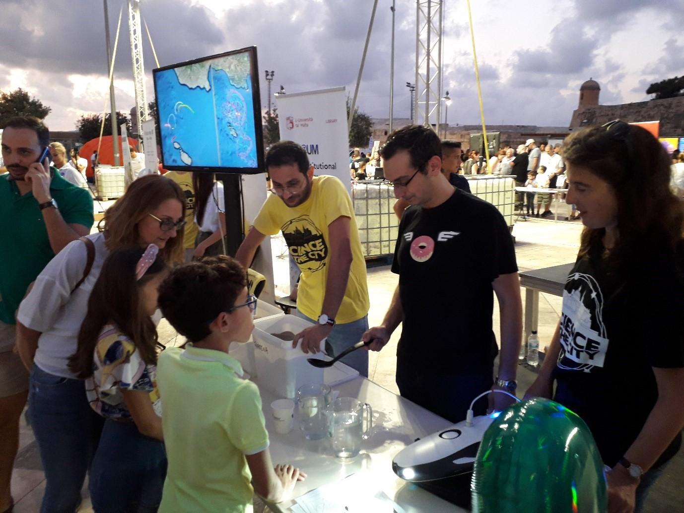 Describing oceanography to young scientists